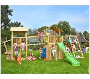 Complexe de joaca din lemn voluminoase si spatioase de la Jungle Gym